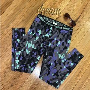🌸UNDER ARMOUR Heat Gear Leggings, Geometric Print